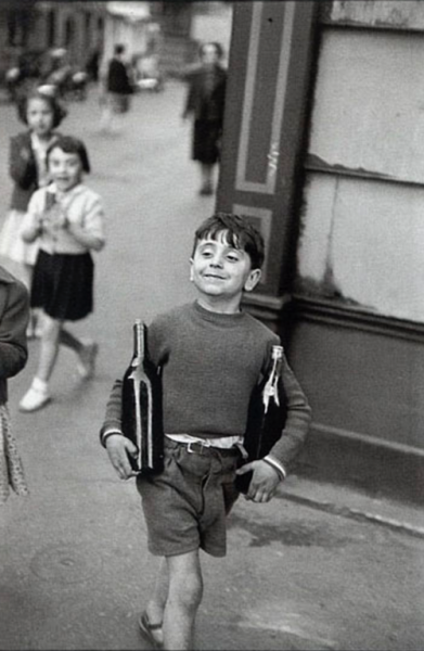 Rue Mouffetard, Paris: Henri Cartier Bresson